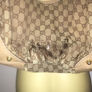 Gucci Bags - Gucci purse ( help me out Posher's!)